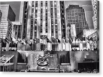 Rockefeller Center Black And White Canvas Print by Dan Sproul