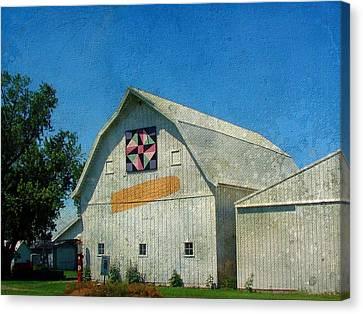 Rural Iowa Barn Canvas Print by Cassie Peters