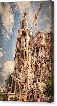 Sagrada Familia Canvas Print by Erik Brede
