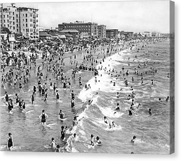 Santa Monica Beach In December Canvas Print by Underwood Archives