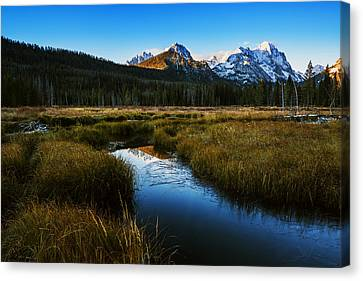 Sawtooth Mountain Cold Morning Canvas Print by Vishwanath Bhat