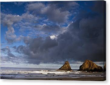 Sea Stacks At Dawn Canvas Print by Andrew Soundarajan