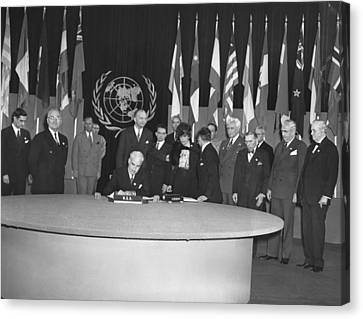 Signing Of Un Charter Canvas Print by Underwood Archives