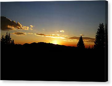 Simple Sunset Canvas Print by Jeremy Rhoades
