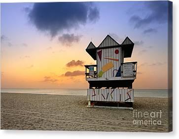 South Beach 1 Canvas Print by Rod McLean