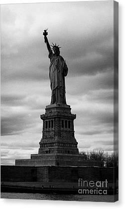 Statue Of Liberty New York City Canvas Print by Joe Fox