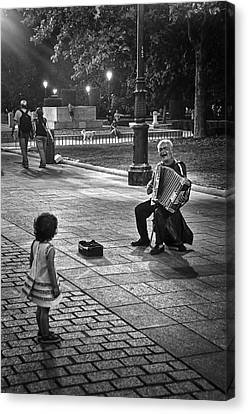 Street Performance Canvas Print by Tom Bell