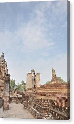 Sukhothai Historical Park - Sukhothai Thailand - 011325 Canvas Print by DC Photographer