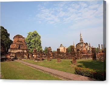 Sukhothai Historical Park - Sukhothai Thailand - 011344 Canvas Print by DC Photographer