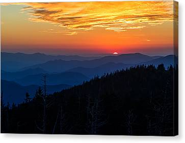 Sun's Last Peak Over The Blue Ridge Canvas Print by Andres Leon