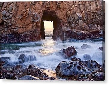 Sunset On Arch Rock In Pfeiffer Beach Big Sur California. Canvas Print by Jamie Pham