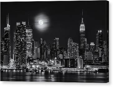 Super Moon Over Nyc Bw Canvas Print by Susan Candelario