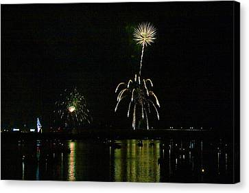Susquehanna 4th Of July Spectacle Canvas Print by Gene Walls