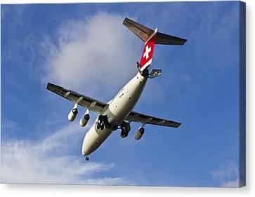 Swiss Air Bae146 Hb-ixw Canvas Print by David Pyatt