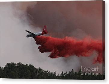Canvas Print featuring the photograph Tanker 07 Drops On The Myrtle Fire by Bill Gabbert