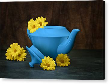 Tea Kettle With Daisies Still Life Canvas Print by Tom Mc Nemar