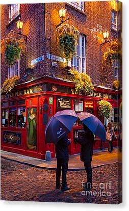 Temple Bar Canvas Print by Inge Johnsson