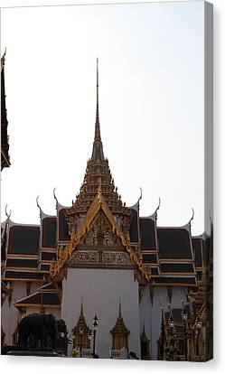 Temple Of The Emerald Buddha - Grand Palace In Bangkok Thailand - 011315 Canvas Print by DC Photographer