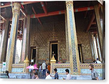 Temple Of The Emerald Buddha - Grand Palace In Bangkok Thailand - 01136 Canvas Print by DC Photographer