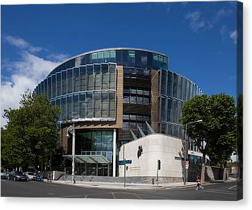 The Criminal Courts Of Justice Canvas Print by Panoramic Images
