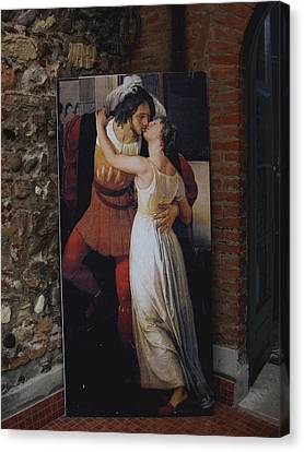 The Kiss Of Romeo And Julieta Canvas Print by Natalie Ortiz