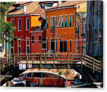 The Painters Eye In Venice Canvas Print by Ira Shander