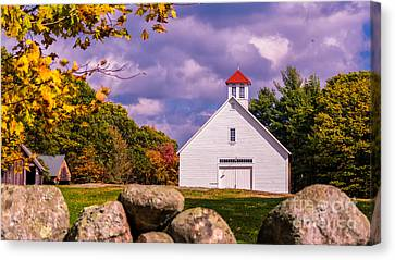 The Pillsbury Barn. Canvas Print by New England Photography