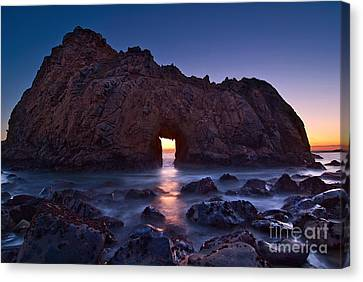 The Portal - Sunset On Arch Rock In Pfeiffer Beach Big Sur In California. Canvas Print by Jamie Pham