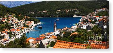 Tiny Inlet Canvas Print by Andrew Paranavitana