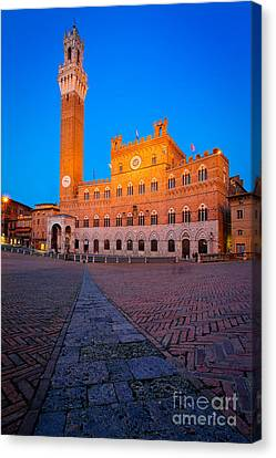 Torre Del Mangia Canvas Print by Inge Johnsson