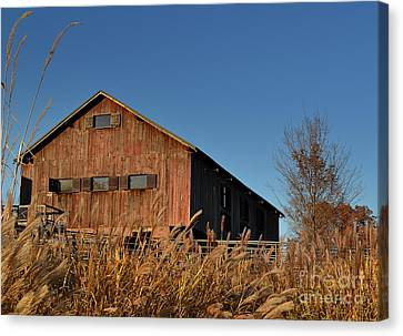 Traders Point Barn Canvas Print by Amy Lucid