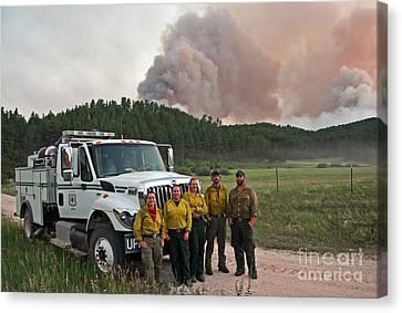 Canvas Print featuring the photograph Umpqua Engine 25 On Myrtle Fire by Bill Gabbert