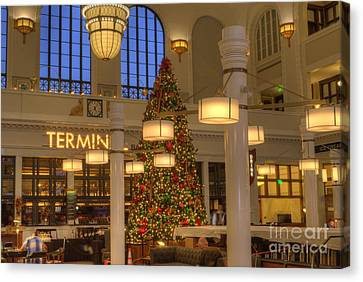 Union Station At Christmas Canvas Print by Juli Scalzi