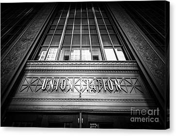 Union Station Chicago In Black And White Canvas Print by Paul Velgos