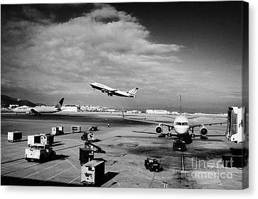 united airlines aircraft taking off taxiing and on stand at the San Francisco International Airport  Canvas Print by Joe Fox