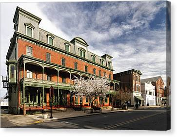 View Of The Historic Union Hotel In Flemington Canvas Print by George Oze