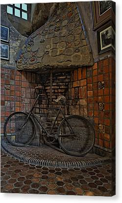 Vintage Bicycle Canvas Print by Susan Candelario