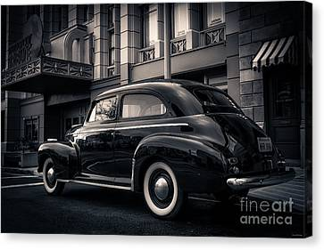 Vintage Chevrolet In 1934 New York City Canvas Print by Edward Fielding