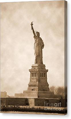 Vintage Statue Of Liberty Canvas Print by RicardMN Photography