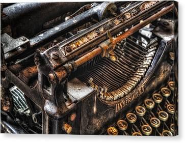 Vintage Underwood Typewriter Canvas Print by Susan Candelario
