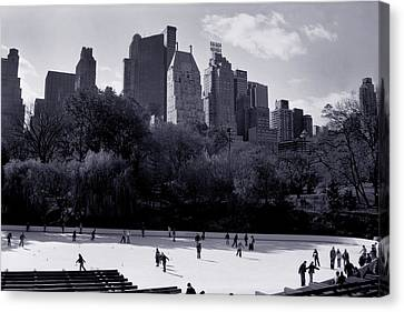 Wollman Rink Canvas Print by Tonino Guzzo