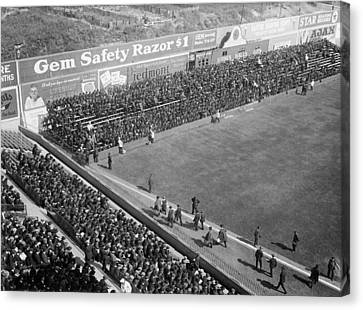 World Series Crowd At Ebbets Field Brooklyn 1920 Canvas Print by Mountain Dreams