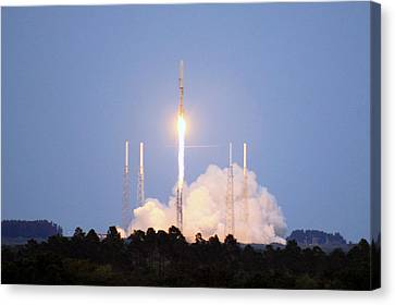 X-37b Orbital Test Vehicle Lifts Off Canvas Print by Science Source