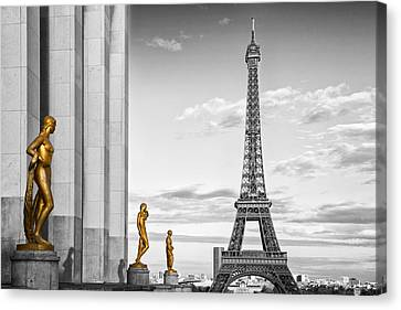 Eiffel Tower Paris Trocadero Canvas Print by Melanie Viola