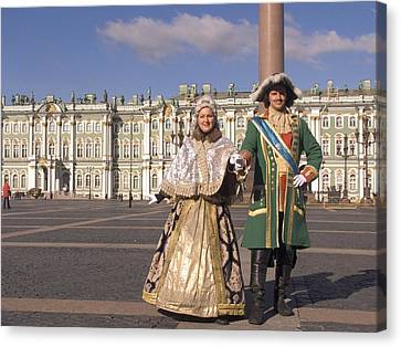 A Couple Dress As Catherine The Great Canvas Print by Richard Nowitz