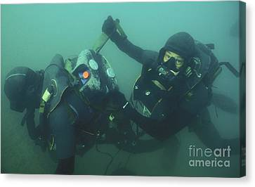 A Navy Seal Combat Swimmer Removes Canvas Print by Michael Wood