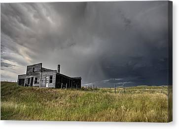 Abandoned Farmhouse Saskatchewan Canada Canvas Print by Mark Duffy