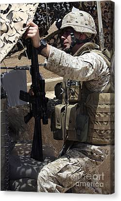 An Infantryman Talks To His Marines Canvas Print by Stocktrek Images