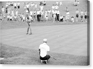 Arnie Putts The 13th At 1964 Us Open At Congressional Country Club Canvas Print by Jan W Faul