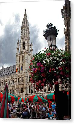 Brussels Town Hall And Cafe In The Grand Place Market Square Belgium Canvas Print by Jeff Rose